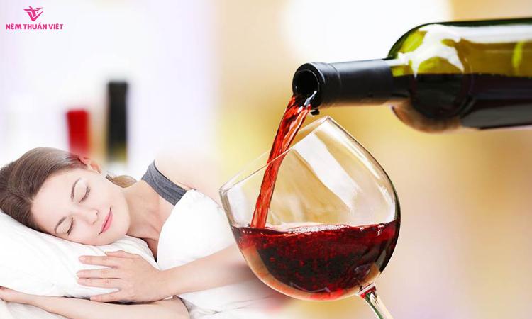 tại sao uống rượu lại buồn ngủ
