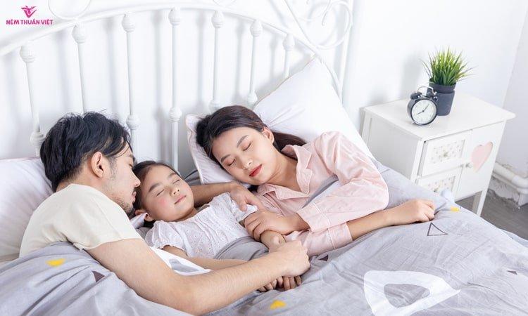 tập thể dục trước khi đi ngủ giúp ngủ ngon