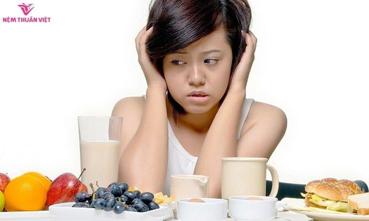 triệu chứng chán ăn buồn nôn mất ngủ