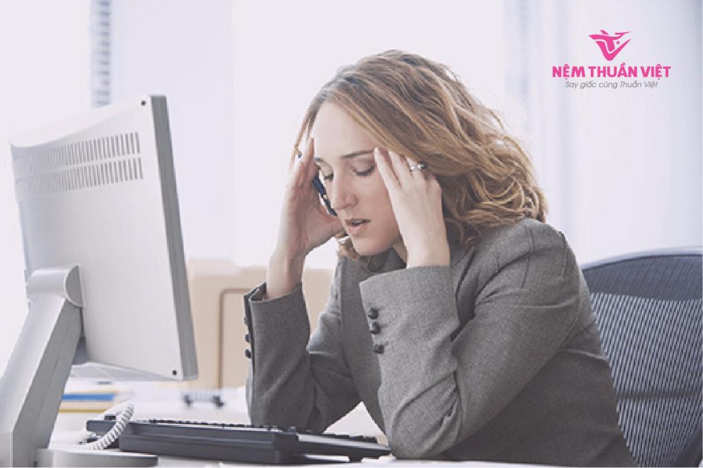 nguyên nhân stress căng thẳng mất ngủ do công việc