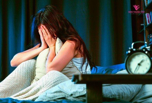 sức khỏe tâm lý buồn chán do mất ngủ