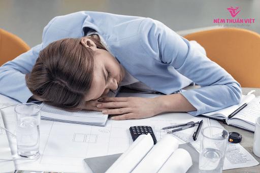 nghiện công việc buồn ngủ vào ban ngay