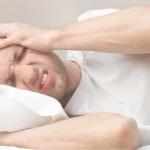 triệu chứng đau đầu mất ngủ sau khi ngủ đậy