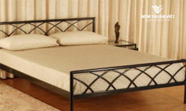 Giường sắt kiểu gỗ